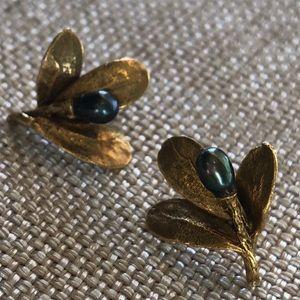 MMA (Metro Museum of Art) Earrings, genuine pearls
